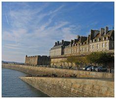 Le quai de la Bourse - Saint-Malo, Bretagne