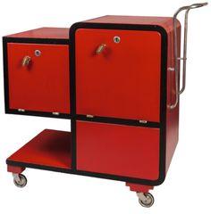 Serving table Bauhaus | Aukce obrazů, starožitností | Aukční dům Sýpka Bauhaus Furniture, Art Deco Furniture, Steel Furniture, Modern Furniture, Bauhaus Architecture, Bauhaus Design, Serving Table, Tubular Steel, Side Tables