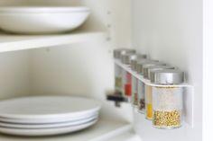 #Oberschrank-#Küchentür mit #Droppar-#Gewürzglasregal // #Cupboard door with Droppar #jar #shelf