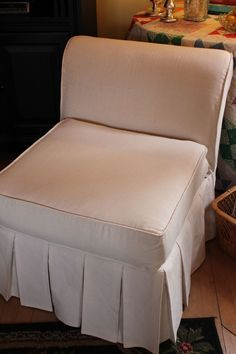 Slipcovers : Chair : DIY Tutorial : How to make this slipcover. Very good instructions with step by step pictures.