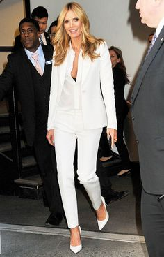 Heidi Klum turned heads in a monochromatic outfit on Friday, March strutting on the streets of New York City. Heidi Klum, Denim Fashion, Fashion Models, Women's Fashion, Oscars Red Carpet Dresses, Suits For Women, Clothes For Women, Celebrity Look, Celeb Style
