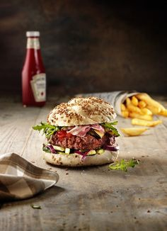 Food   Nourriture   食べ物   еда   Comida   Cibo   Art   Photography   Still Life   Colors   Textures   Hamburger