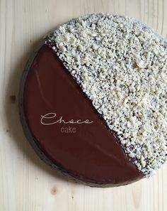 Schokoladenkuchen und Orange in einem Topf gekocht mit Crafond