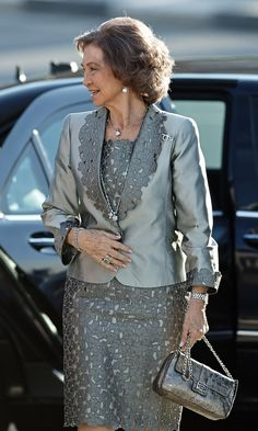 Queen Sofia Photos Photos - Queen Sofia Attends Opera Play in Valencia - Zimbio Iranian Women Fashion, African Fashion, Elegant Outfit, Classy Dress, Spanish Dress, Dress Brokat, African Dresses For Women, Mothers Dresses, Groom Dress