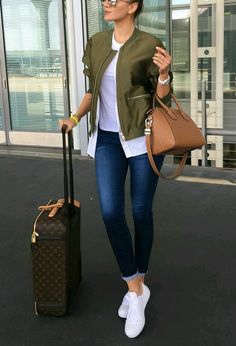 Travel Outfit Ideas Collection how to travel with style just trendy girls Travel Outfit Ideas. Here is Travel Outfit Ideas Collection for you. Travel Outfit Ideas how to travel with style just trendy girls. Look Fashion, Fashion Outfits, Womens Fashion, Swag Fashion, Fashion Styles, Casual Chic, Looks Jeans, Mode Jeans, Vetement Fashion