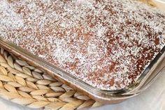 Ανάλαφρο κέικ ινδοκάρυδου Ένα πανεύκολο κι ελαφρύ κέικ! Η συνταγή δίνει ένα εκπληκτικά αφρούγιο κέικ που δεν σε λιγώνει καθόλου.  Υλικά Για το κέικ 1 ποτ. λάδι (ή ½ λάδι-½ βούτυρο) 1 ποτ. ζάχαρη 5 μεγάλα αυγά 2 ποτ. αλεύρι φαρίνα 1½ Greek Sweets, Greek Cooking, Greek Recipes, Tiramisu, Cake Recipes, Brunch, Food And Drink, Pudding, Bread