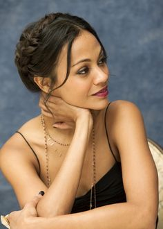 Zoe Saldana she makes beauty look effortless! Zoe Saldana, Daily Hairstyles, Cute Hairstyles, Wedding Hairstyles, Curly Hair Styles, Natural Hair Styles, Meagan Good, Beautiful People, Beautiful Women