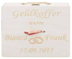 Als kleine Finanzspritze für die Flitterwochen könnt ihr als Hochzeitsgeschenk den Koffer mit Barem verschenken - mit individueller Gravur & Hochzeitsmotiv.