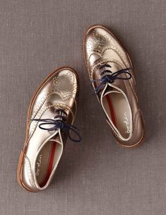Rose Gold Brogues// I don't think you guys realize how much I want these shoes Boat Shoes, Women's Shoes, Shoe Boots, Shoe Bag, Water Shoes, Nike Sneakers, Crazy Shoes, Me Too Shoes, Running Shoes