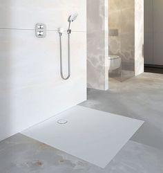Metal, cam veya seramik ile karşılaştırıldığında Geberit Setaplano duş zemini, hoş bir sıcaklık ve ipeksi bir dokunuş hissi yaratıyor.