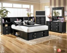 Did you ever think that a bedroom could be black & white and yet manage to not look drab?