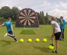 Like peanut butter and chocolate, soccer and darts come together to form something new and wonderful. This simple, but fun game from Foot Sports UK Diy Yard Games, Lawn Games, Backyard Games, Youth Games, Games For Kids, Outside Games, Giant Games, Tips And Tricks, Carnival Games