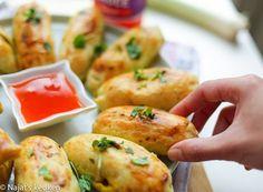 Vandaag een snelle hap gemaakt, namelijk gehakt broodjes! Het fijne hieraan is dat het deeg niet hoeft te rijzen + het gehakt hoeft niet voorgebakken te worden! Lekker snel en simpel toch? Het gehakt… Tapas, Eat Lunch, Lunch Snacks, Ras El Hanout, Savoury Baking, Ramadan Recipes, Dutch Recipes, Finger Food Appetizers, High Tea