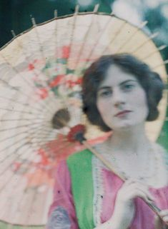The Japanese parasol. 1909. The Edwardian Summer. John Cimon Warburg and His Atmospheric Autochrome – Dreamlike Color Photographs from the Early 20th Century
