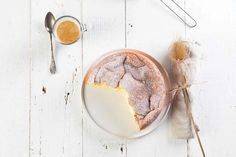 fluffiger Cheesecake mit weißer Schokolade - casualcooking.at Foodblog Panna Cotta, Ethnic Recipes, Tarts, Food, Sweet Desserts, White Chocolate, 3 Ingredients, Sweet Cakes, Dulce De Leche