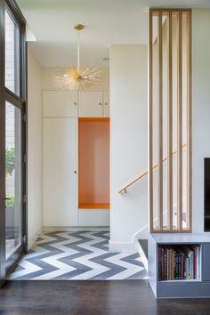 Studio Build a conçu 1653 Residence, une maison pour une famille dans le quartier de l'Upper Westside de Kansas City, dans le Missouri. D'une superficie de