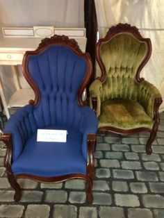How to Paint Velvet Chairs with Chalk Paint® decorative paint by Annie Sloan   By stockist Maison Decor of Reading, MA Chalk Paint Fabric, Painting Fabric Furniture, Blue Chalk Paint, Paint Upholstery, Chalk Paint Furniture, Chalk Painting, Chalk Paint Chairs, Velvet Painting, Tole Painting
