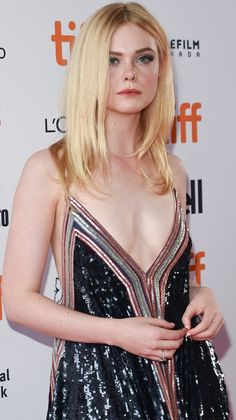 Elle Fanning looking fresh for the 'Teen Spirit' premiere during the 2018 Toronto International Film Festival in Canada on September 2018 Ellie Fanning, Dakota And Elle Fanning, Fanning Sisters, Urban Fashion Trends, Hollywood Celebrities, Woman Crush, Beautiful Actresses, Most Beautiful Women, Celebrity Style