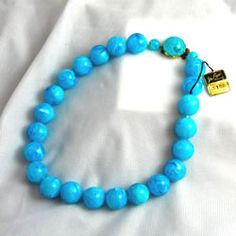 This is a terrific vintage Coro Lucite Necklace in a beautiful turquoise swirl color.