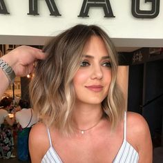 Are you going to balayage hair for the first time and know nothing about this technique? Or already have it and want to try its new type? We've gathered everything you need to know about balayage, check! Brown Ombre Hair, Ombre Hair Color, Hair Color Balayage, Balayage Highlights, Balayage Hairstyle, Balayage Short Hair, Blonde Ombre Short Hair, Haircolor, Brown Balayage Bob