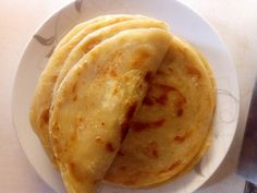 The truth is that making Kenyan soft layered chapati is a lot of fun but requires time.😉 Join me and let me take you step by step into making softly layered chapatis. African Chapati Recipe, Soft Chapati Recipe, Chapati Recipes, Ugandan Food, Healthy Snacks, Healthy Recipes, Good Food, Yummy Food, Soft Layers