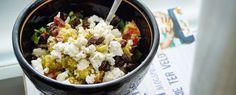 Vega couscous met avocado, tomaat, rucola, pompoenpitten en feta