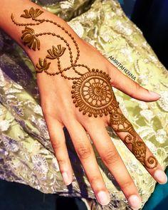 Stunning Henna Tattoos for Girls In 2020 125 Stunning yet Simple Mehndi Designs for Beginners Easy Henna Hand Designs, Mehndi Designs Finger, Henna Tattoo Designs Simple, Rose Mehndi Designs, Mehndi Designs For Beginners, Mehndi Designs For Girls, Unique Mehndi Designs, Mehndi Designs For Fingers, Beautiful Mehndi Design