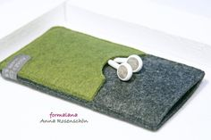 Handy Hülle grün grau Filz Kopfhörer f. iPhone5 6  von ❤formalana   ANNA ROSENSCHÖN❤                                                       made in Bonn mit ❤❤❤  auf DaWanda.com
