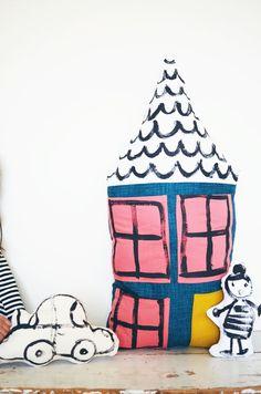 DIY Dollhouse Pillow / Se fabriquer une maison en coussin