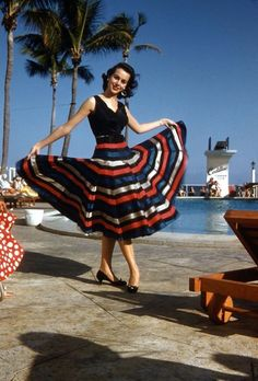 Costumes 37 Stunning Color Photos That Capture Teenage Girls in Dresses From the ~ vintage everyday 1950s Summer Fashion, 1950s Fashion, Vintage Fashion, Vintage Beauty, Vintage Style, Vintage Outfits, Fashion D, Miami Fashion, Fashion Models