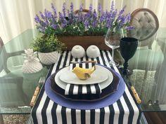Para as meseiras assumidas, taí uma sugestão para um almoço de domingo.  O arranjo de orquídeas e o passarinho você encontra em www.euquedecoro.com.br