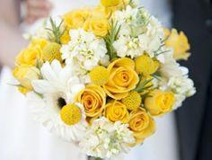 1-bouquet-de-mariée-rond-bouquet-mariee-pivoine-jaune-joli-bouquet-de-fleurs