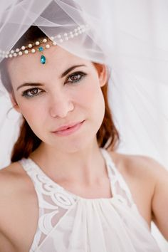 Love this brides style! | See More: http://www.thebridaldetective.com