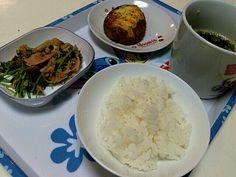 手抜きでっす( ̄▽ ̄;) - 1件のもぐもぐ - 豆苗の炒めもの  チーズハンバーグ  ワカメスープ by teto443