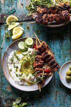 Greek Lemon Chicken Bowls with Sizzled Mint Goddess Sauce. - Bringing you all some springtime vibes with these Greek Lemon Chicken Bowls with Sizzled Mint Godde - Greek Lemon Chicken, Lime Chicken, Clean Eating, Healthy Eating, Healthy Chef, Healthy Nutrition, Cooking Recipes, Healthy Recipes, Sausage Recipes