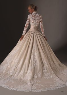 the most beautiful gown i've ever seen  I am still old fashioned, this is absolutely STUNNING!!
