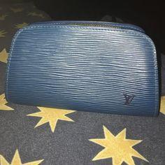 Louis Vuitton Epi zippy wallet Pristine condition! Authentic. Inside scuffed a little. Louis Vuitton Accessories