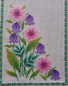 Cross Stitch Art, Cross Stitch Flowers, Modern Cross Stitch, Cross Stitch Designs, Cross Stitching, Cross Stitch Embroidery, Hand Embroidery, Cross Stitch Patterns, Fabric Bags