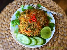 Quick vegan Nasi goreng with zucchini rice ... Spicy goodness for all you chilli lovers !