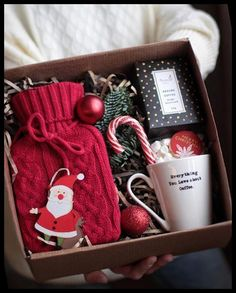 Best Friend Christmas Gifts, Teenage Girl Gifts Christmas, Diy Christmas Gifts For Family, Diy Gifts For Friends, Christmas Gift Baskets, Christmas Fun, Holiday Gifts, Christmas Lights, Outdoor Christmas