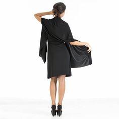 Completo pantalone + stola. Completo a tre pezzi: Pants Essential, Sleeveless Top, Day and Night Top. Il completo è inserito in un elegante pochette multiuso realizzata nello stesso tessuto (28 x 32 cm), compatta e salvaspazio, ideale da mettere in valigia per viaggi di lavoro o in vacanza.