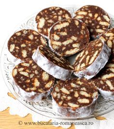 as minca o felie de tort diplomat zice petruta dinu Easy Sweets, Sweets Recipes, Appetizer Recipes, Cookie Recipes, Romanian Desserts, Romanian Food, Delicious Deserts, Yummy Food, Hungarian Recipes