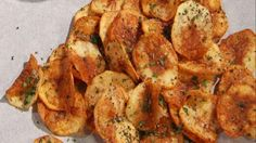 Delectable, crunchy and fun: Buddy shows us how to make homemade potato chips that are ready in minutes and easy to make! Tasty Dishes, Side Dishes, Cake Boss Buddy, Cake Boss Recipes, Good Food, Yummy Food, Italian Recipes, Italian Foods, Potato Chips