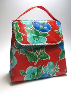 Sew an insulated lunch bag Nancy Zieman - Can't wait to make this for my niece (just in a different print)!