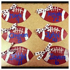 Locker decorations - football players from cheerleaders maybe with out the bows Football Locker Decorations, Cheer Decorations, Homecoming Decorations, Football Crafts, Football Decor, Football Spirit, Cheer Spirit, Football Cheer, School Football