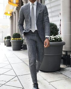 5 Must Have Formal Shirts For This Summer!- 5 Must Have Formal Shirts For This Summer! Simple Dark Grey or charcoal grey suit for men with elegant body fit white dress shirt & a smart watch. Gentleman Mode, Gentleman Style, Grey Suit Black Shoes, Grey Suits, Grey Tie, Mens Fashion Suits, Mens Suits, Male Fashion, Suit For Men