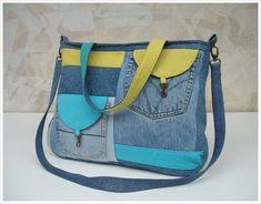 COLETTECOLOR... minden ami színes és kerek Denim Handbags, Tote Handbags, Purses And Handbags, Bag Quilt, Denim Purse, Diy Jeans, Recycled Denim, Quilted Bag, Canvas Tote Bags