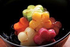 """世界を知る若手実力派が登場。日本人の感性に注目したい。今週は、オープン10年目を迎え、昨年末に神宮前に移転した「傳(DEN)」をピックアップ。『VOGUE JAPAN』5月号""""Conceptual Cuisine""""掲載記事。 Vegan Granola, Sushi Recipes, Sashimi, Cute Food, Diet And Nutrition, Food Presentation, Japanese Food, Food Art, Food Inspiration"""
