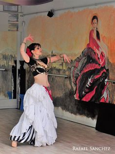 Asyut bailando en el Worl Bellydance Day 2017 en Madrid