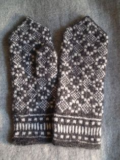 a knit and crochet community Knitted Mittens Pattern, Knit Mittens, Knitted Gloves, Knitting Socks, Hand Knitting, Knitting Charts, Knitting Stitches, Knitting Designs, Knitting Patterns
